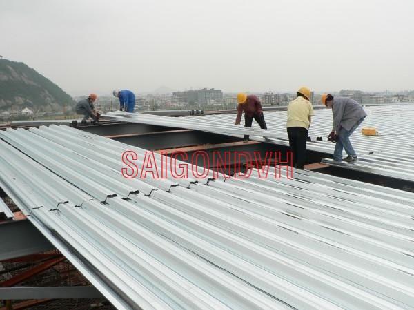 Đội ngũ thợ chuyên nghiệp, tháo lắp mái tôn nhanh chóng kĩ thuật cao