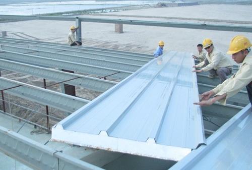 Tháy mái tôn chống nóng 3 lớp cho nhà xưởng