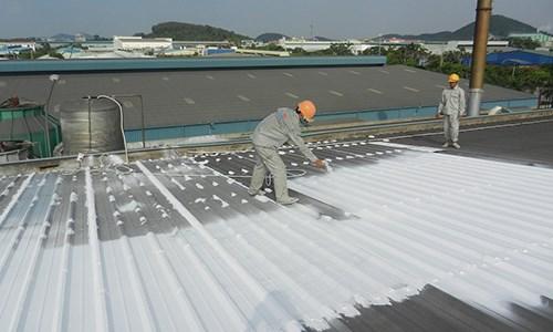 Phun sơn chống nóng mái tôn cho nhà xưởng