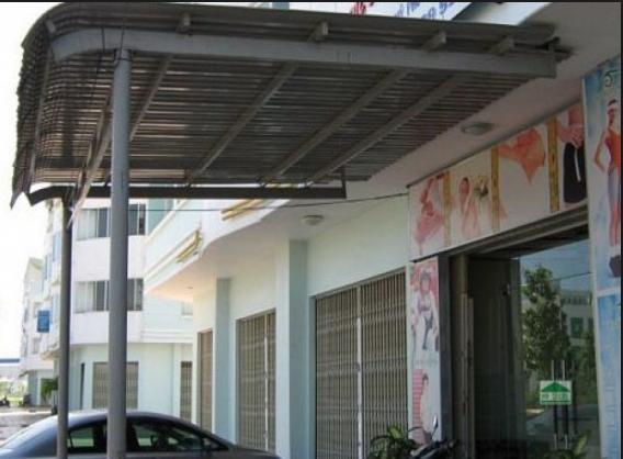 Lợp mái tôn trước nhà