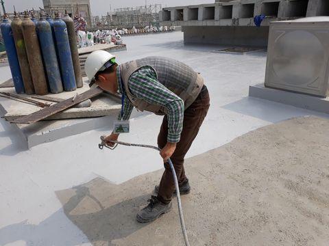 Đội thợ chống thấm sân thượng