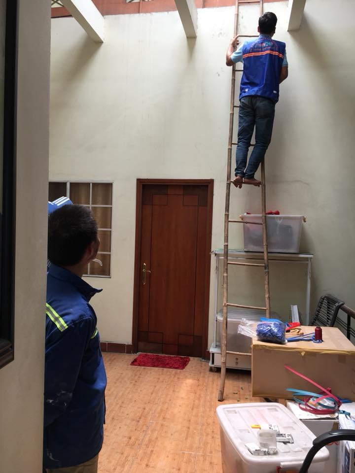 Đội ngũ công nhân chăm chỉ, tận tình nhận làm từ những việc nhỏ nhất