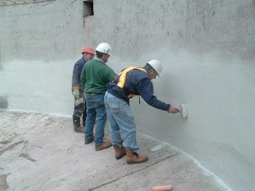 Xử lí lăn chống thấm tường