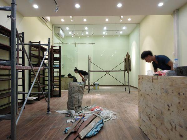 Đội ngũ nhân viên nhiệt tình, có nhiều năm kinh nghiệm trong lĩnh vực sửa chữa nhà, nâng cấp nhà ở