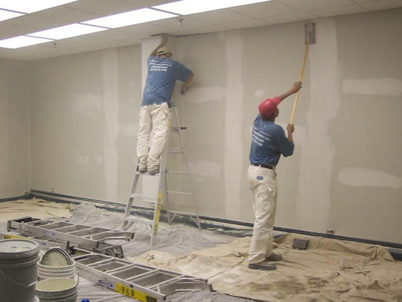 Sơn sửa lại khi tường nhà xuất hiện dấu hiệu ẩm móc