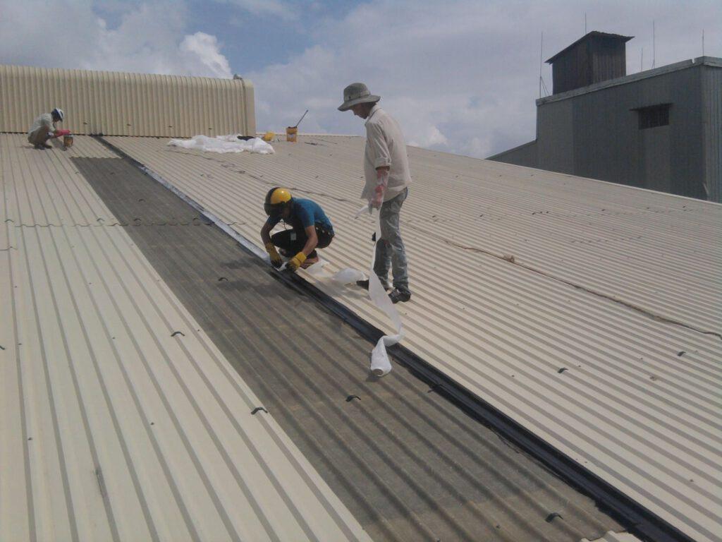 Chúng tôi chuyên nhận làm và sửa mái tôn theo tình hình thực tại của mái tôn...