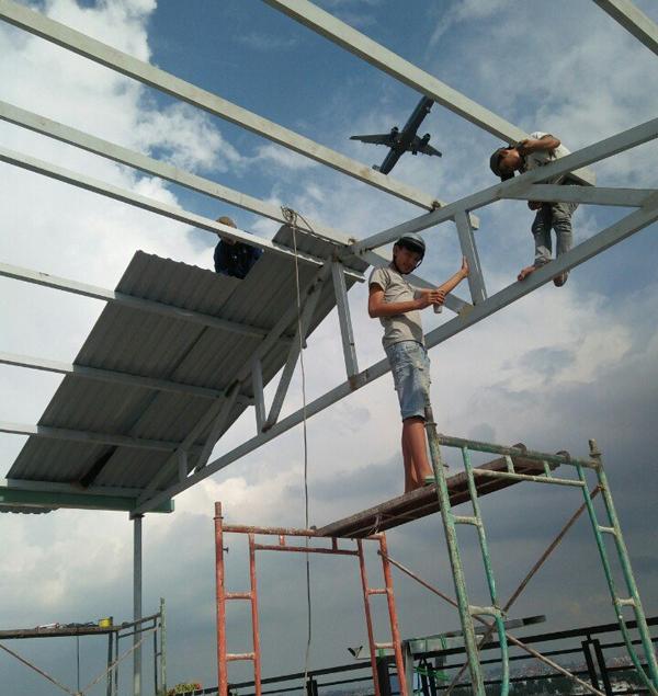 Thợ làm mái tôn tại quận Thủ Đức - Đội ngũ công nhân nhiệt tình, chăm chỉ, có nhiều năm kinh nghiệm trong làm tôn mái nhà