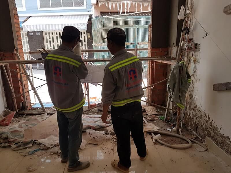 Đội ngũ nhân viên báo giá sửa sửa nhà chi tiết, tính toán dự trù kinh phí phù hợp cho quý vị